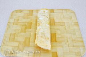 Яичные роллы с крабовыми палочками: фото к шагу 10.