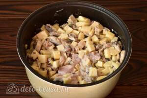 Жаркое с помидорами и грибами в мультиварке: фото к шагу 6.