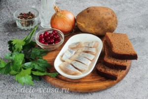 Канапе с селедкой, картошкой и клюквой: Ингредиенты