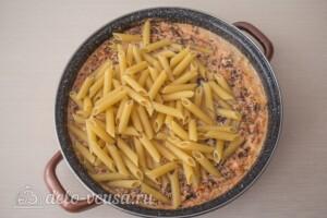 Макароны с фаршем в сырном соусе: фото к шагу 9.