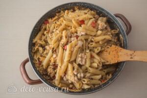 Макароны с фаршем в сырном соусе: фото к шагу 10.