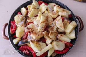 Тушеная говядина с картошкой и овощами: фото к шагу 6.