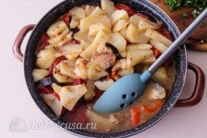 Тушеная говядина с картошкой и овощами: фото к шагу 7.