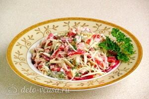 Овощной салат с колбасой: фото к шагу 9.