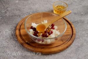 Печеные яблоки с рисом и клюквой: фото к шагу 3.