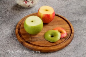 Печеные яблоки с рисом и клюквой: фото к шагу 4.