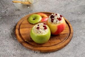 Печеные яблоки с рисом и клюквой: фото к шагу 6.