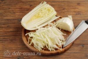 Салат из пекинской капусты с огурцами и помидорами: фото к шагу 1.