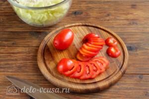 Салат из пекинской капусты с огурцами и помидорами: фото к шагу 3.