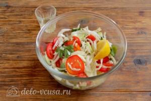 Салат из пекинской капусты с огурцами и помидорами: фото к шагу 6.