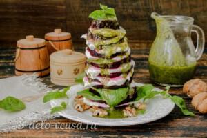"""Салат из свеклы """"Пизанская башня"""": фото к шагу 10."""