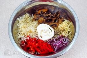 Овощной салат с сельдереем, грибами и сыром: фото к шагу 7.
