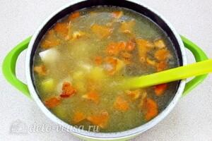 Суп с лисичками и курицей: фото к шагу 10.