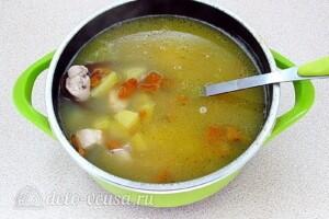 Суп с лисичками и курицей: фото к шагу 11.