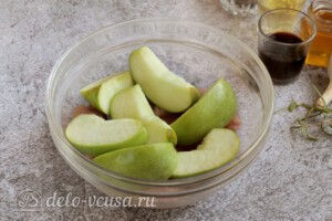 Свинина с яблоками в духовке: фото к шагу 2.