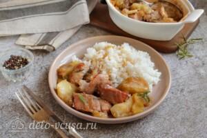 Свинина с яблоками в духовке: фото к шагу 8.