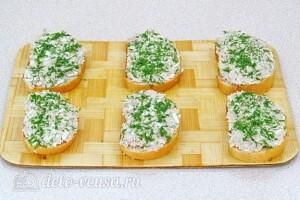 Бутерброды из сайры, яиц и сыра: фото к шагу 7.