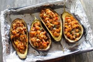 Баклажаны, фаршированные грибами и овощами: фото к шагу 11.