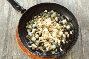 Баклажаны, фаршированные грибами и овощами: фото к шагу 7.