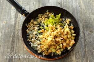 Баклажаны, фаршированные грибами и овощами: фото к шагу 8.