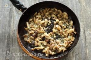 Солянка с грибами и картошкой: фото к шагу 3.