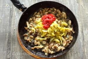 Солянка с грибами и картошкой: фото к шагу 4.