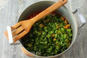 Лечо с фасолью и морковью на зиму: фото к шагу 9.