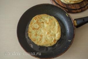 Лепешки с творогом и зеленью на сковороде: фото к шагу 13.
