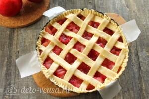 Яблочный пирог с решеткой: фото к шагу 10.