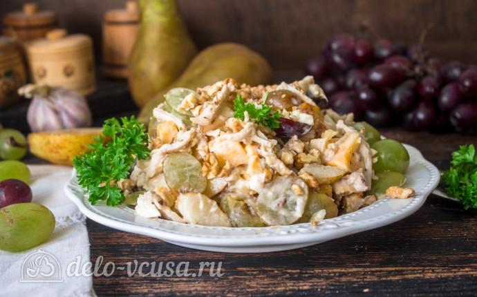 Салат с курицей, виноградом и грушей