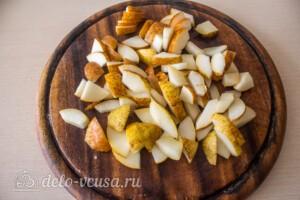 Салат с курицей, виноградом и грушей: фото к шагу 4.