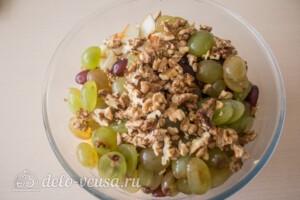 Салат с курицей, виноградом и грушей: фото к шагу 7.