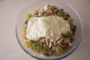 Салат с курицей, виноградом и грушей: фото к шагу 8.