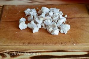 Салат с курицей, капустой и сыром: фото к шагу 4.