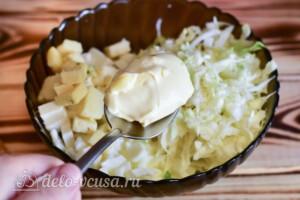 Салат с курицей, капустой и сыром: фото к шагу 6.
