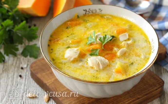 Тыквенный суп с курицей и сыром