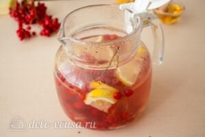 Имбирный чай с калиной и лимоном: фото к шагу 8.
