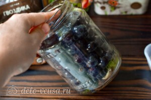 Маринованный виноград на зиму: фото к шагу 4.