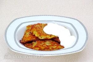 Драники с квашеной капустой по-белорусски: фото к шагу 10.