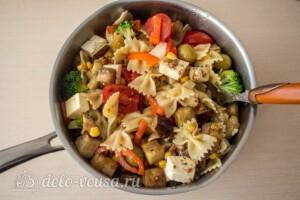 Паста-салат с овощами и сыром фета: фото к шагу 9.