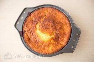 Пирог со сливами и меренгой: фото к шагу 10.
