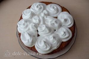 Пирог со сливами и меренгой: фото к шагу 12.