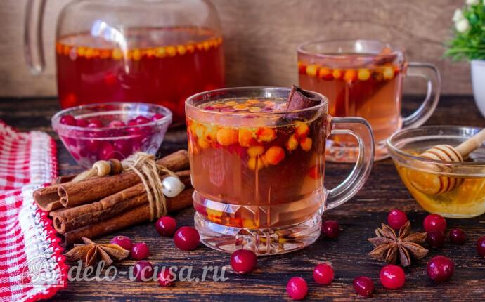 Пряный чай с клюквой и рябиной