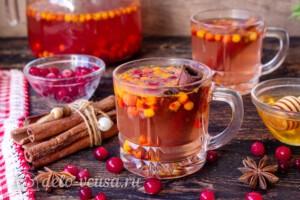 Пряный чай с клюквой и рябиной: фото к шагу 5.