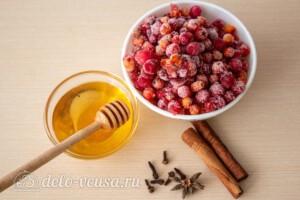 Пряный чай с клюквой и рябиной: Ингредиенты