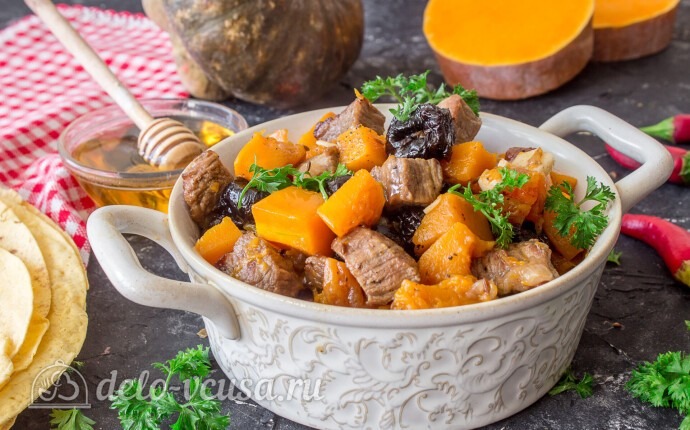 Рагу из говядины с тыквой и сухофруктами