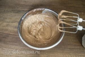 Шоколадно-карамельный торт с бананом: фото к шагу 11.