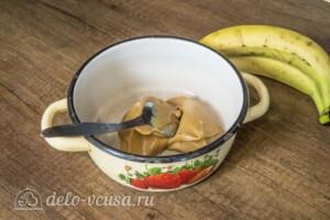 Шоколадно-карамельный торт с бананом: фото к шагу 2.