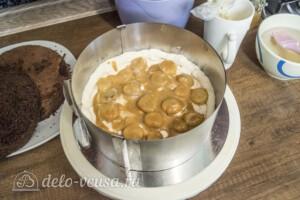 Шоколадно-карамельный торт с бананом: фото к шагу 7.
