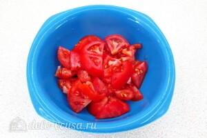 Салат с курицей, овощами и фасолью: фото к шагу 5.